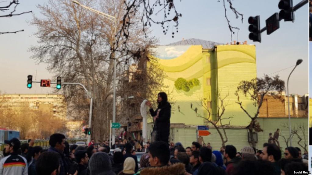 سومین دختر خیابان انقلاب بازداشت شد