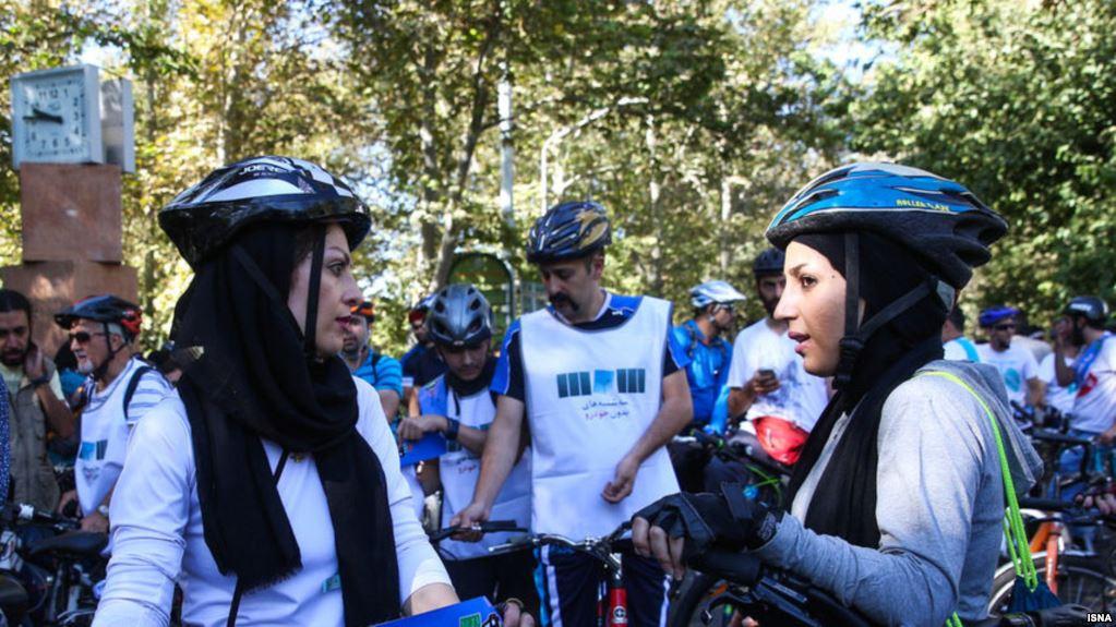 مخالفت صریح رهبر جمهوری اسلامی با دوچرخه سواری زنان