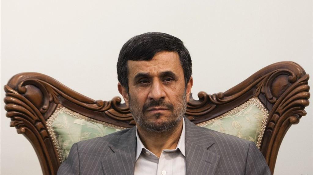 احمدینژاد به دنبال چیست؟