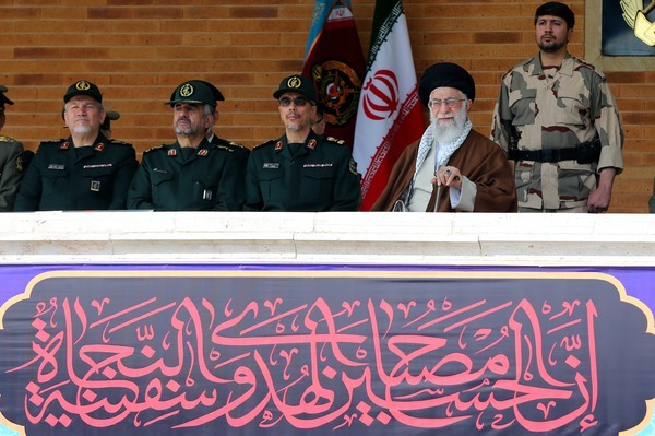 رهبری: قدرت دفاعی کشور به هیچوجه قابل مذاکره نیست