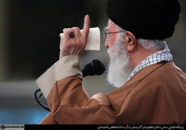 توصیف خامنه ای از اقدامات احمدی نژاد:بچه ای که شیشه می شکند