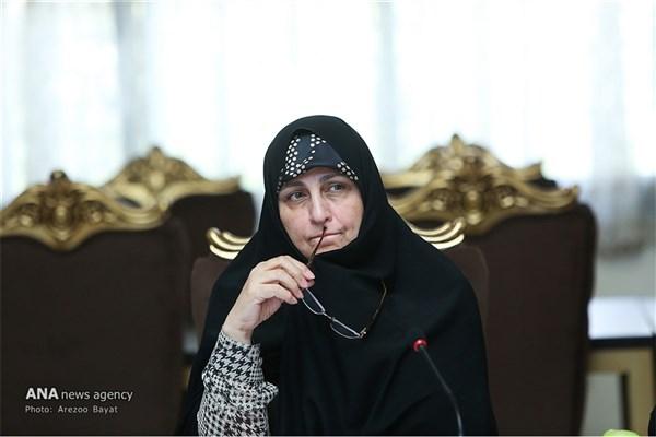 همسر احمد خمینی:زنان باید بتوانند به ورزشگاه بروند