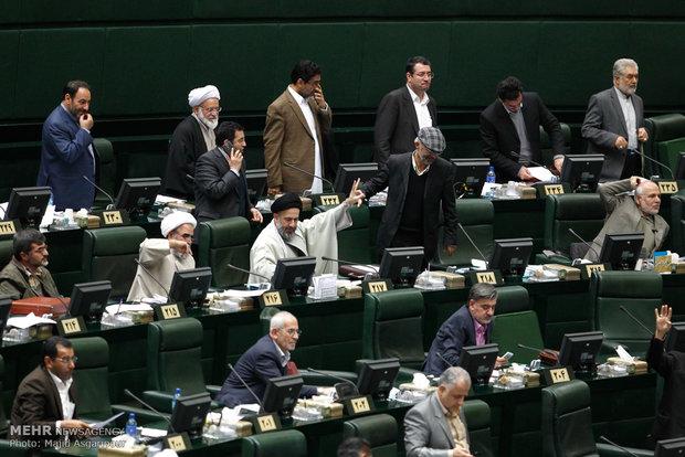 قرائت تخلفات نفتی دولت احمدی نژاد و نیروی انتظامی در مجلس