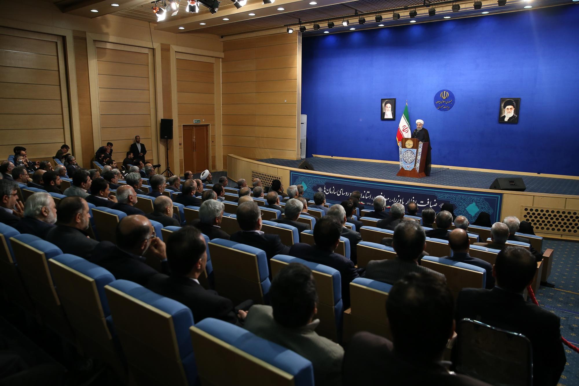 روحانی:نمی پذیریم هر کسی در هر شهری ادعای رهبری داشته باشد