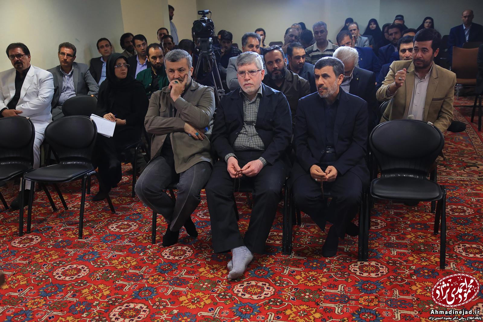 بررسی «تخلفات» قوه قضائیه در پرونده بقایی در نشستی با حضور احمدی نژاد