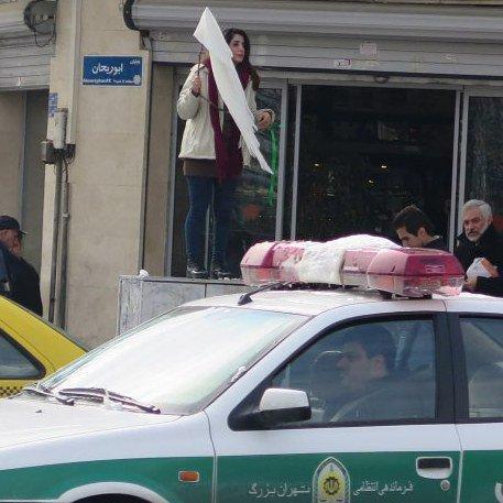 تائید بازداشت«دختر دوم خیابان انقلاب» از سوی دادستان