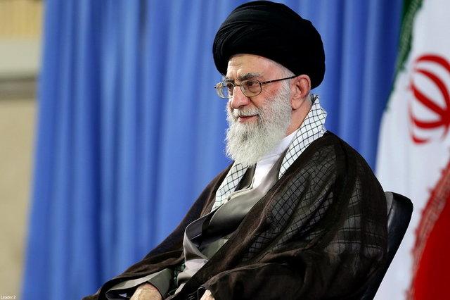 رهبر جمهوری اسلامی:پول تجمع ها را یک دولت خرپول داده است