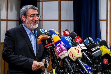 وزیر کشور شایعه ممنوع التصویری احمدی نژاد را تکذیب کرد