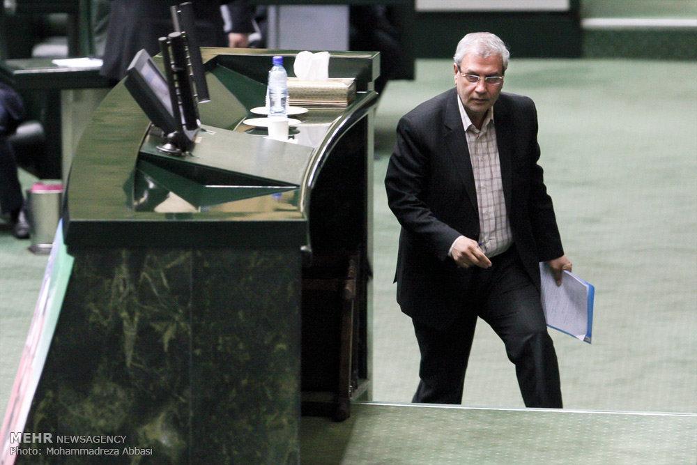 پورابراهیمی: وزیر کار بین نمایندگان کارت هدیه توزیع کرده