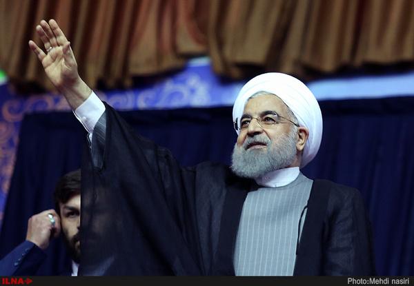 وعده روحانی در اصفهان: با ظریف بقیه تحریمها را برمیداریم