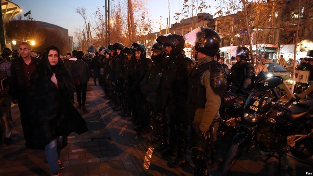 تجمع در بیش از ۱۰ شهر دیگر ایران