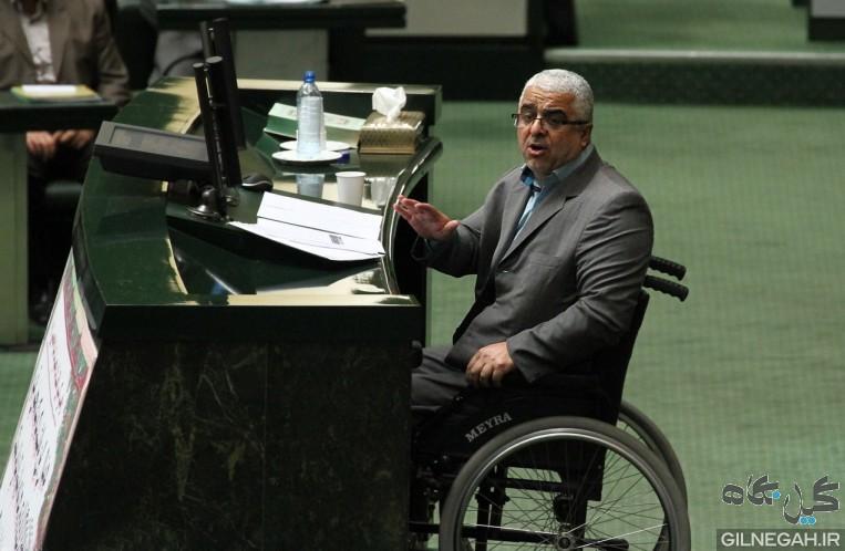نماینده رشت:برخی نمایندگان به نشانه تبرک به کت احمدی نژاد دست می کشیدند