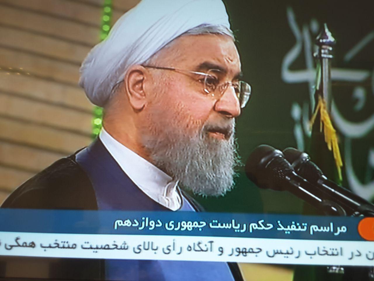 روحاني: امروز آغاز فصل همدلی است، دستانم را به سوی دوستداران عظمت ایران دراز می کنم