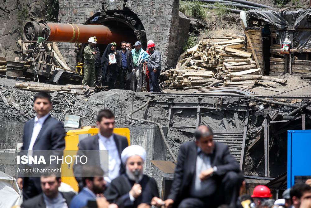 سفر روحانی به آزاد شهر و دیدار با خانواده جان باختگان معدن