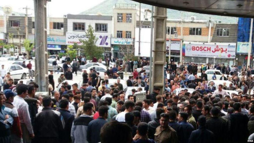 تداوم اعتراضها در کردستان و کازرون