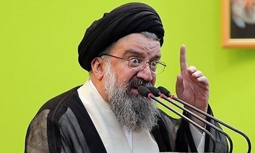 احمد خاتمی: بنای عقب نشینی از سوریه وجود ندارد