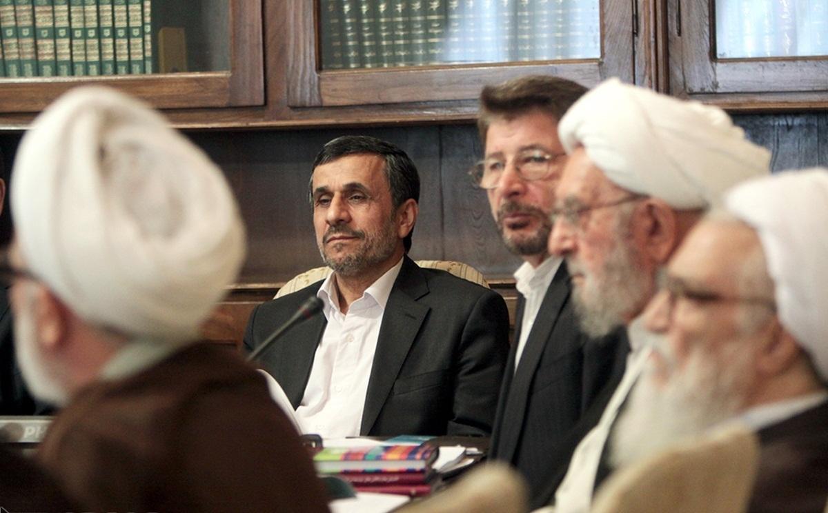 مخالقت با تداوم حضور احمدینژاد در مجمع