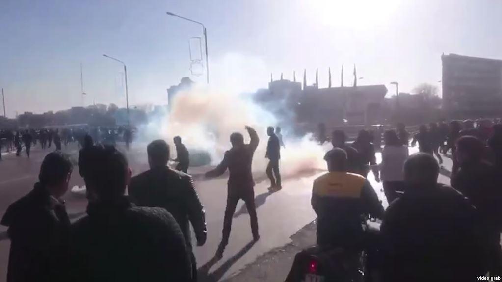 جهانگیری مخالفان دولت را به سازماندهی تجمع مشهد متهم کرد