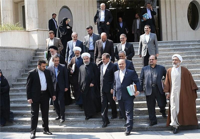 جنگ توئیتری آشنا و عارف درباره کابینه
