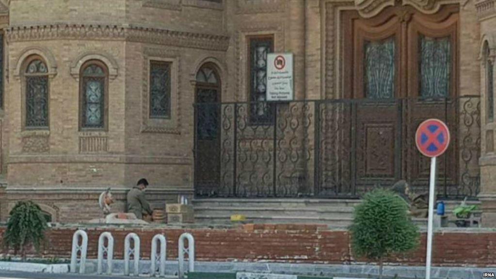 توقف دیوارکشی اطراف ساختمان مجلس